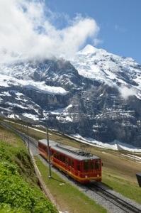 Auf geht's zum Jungfraujoch: Abfahrt an der Kleinen Scheidegg