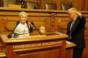 Kinderführung mit dem Pressesprecher der Hamburgischen Bürgerschaft, Ulfert Kaphengst.