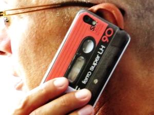 Ging das so? Musikkassette einfach ans Ohr?