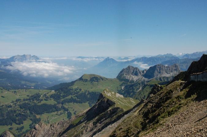 Blick vom Gipfel des Brienzer Rothorns Richtung Pilatus, dem Hausberg Luzerns.