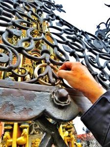 Soll Glück bringen:  Der goldene Ring gehört zu Nürnbergs Touristenattraktionen