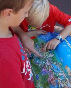 Wo sollen wir als nächstes hin? Der Übersichtsplan des Europa-Parks hilf weiter.