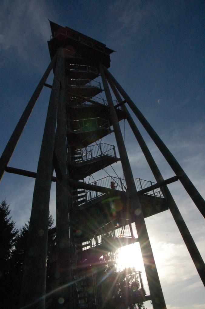 Der Hünersedelturm wurde 2004 auf dem 744 hohen Hausberg Freiamts fertiggestellt.