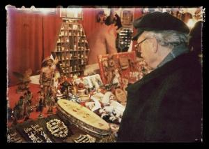 Christkindlesmarkt in Nürnberg am 25. November 1994: Auf der Suche nach Weihnachtsdeko. Bild: Dieter Grathwohl