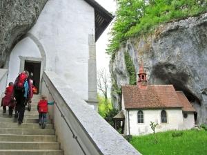 Einsiedelei: Ein in den Fels gehauener Ort der Einkehr und Stille.