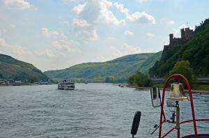 Auf dem Rhein zwischen Rheingau und Burg Rheinstein