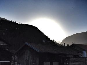 Morning has broken: Ein Tag erwacht über den Bergen von Bergün - Foto Anselm Bußhoff