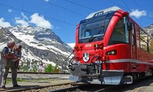 Alp Grüm: Fotopause auf 2091 Metern Höhe mit Blick auf den Palü-Gletscher