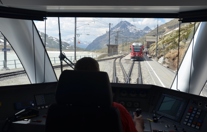 Berge, Gletscher, Viadukte, Tunnel: Seit 125 Jahren ist die Rhätische Bahn im Schweizer Bergland unterwegs. Bilder: Anselm Bußhoff