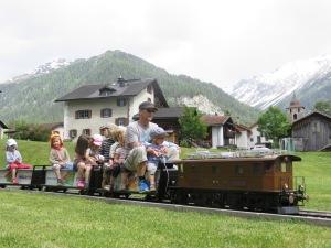 Die Welt der Kleinen: Mini-Zug im Reka-Feriendorf Bergün