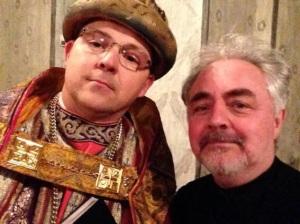 Selfie-Fürst mit Krone: Eltvilles Bürgermeister Patrick Kunkel (links) für eine Gutenberg-Aufführung als Mainzer Kürfurst. Foto: Selfie Kunkel