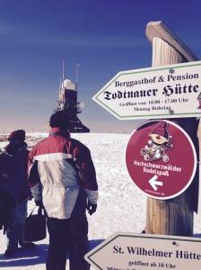 Hier geht's lang - zum Rodelspaß auf dem Gipfel des Schwarzwalds!