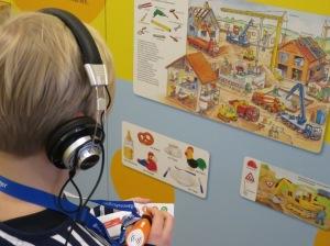 Mit dem audio-digitalen Tip-Toi-System durchs Museum Ravensburger - Bild: Anselm Bußhoff