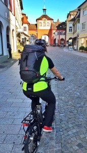 Emmendingen: 11 Grad, sonnig, der Helm sitzt - auf vgeht's zur Arbeit! Bild: Anselm Bußhoff