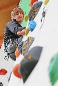 In der Kletterwand: Daniel Schöffel, Sportwart des DAV Lahr.