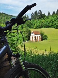 Klosterkapelle Tennenbach - Ausgangspunkt des Familienlebens und Wegmarke auf gemeinsamen Mountainbiketouren. Bild: Anselm Bußhoff