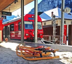 Mit der Rhätischen Bahn geht's von Bergün zum Start der Schlittelbahn in Preda.