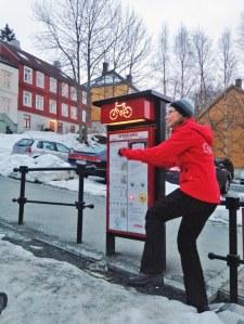 So geht's - nur eben mit Fahrrad: Trampe - der Fahrradlift in Trondheim - Bild: Ronja Vattes