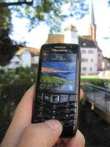 Abgespeckt, um am Markt zu bleiben: Das Blackberry Pearl verfügte nur noch über eine Telefontastatur. Genutzt hat's nichts. Foto: Anselm Bußhoff