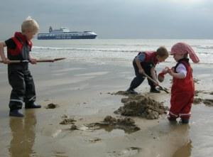 Buddeln am Strand: Kinderglück in Zoutelande