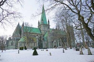 Eine riesige Kirchen zu Ehren eines Wikingerkönigs: Über dem Grab des Heiligen Olav wurde der Nidaros-Dom in Trondheim erbaut. Bild: Ronja Vattes